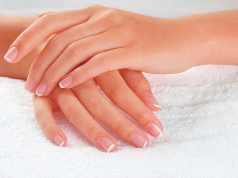 Наиболее полезны для ногтей: кальций, витамины а, е, в