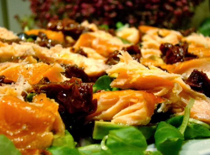Фото салат с копченым лососем