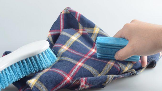 Как вывести пятно с шерстяной вещи