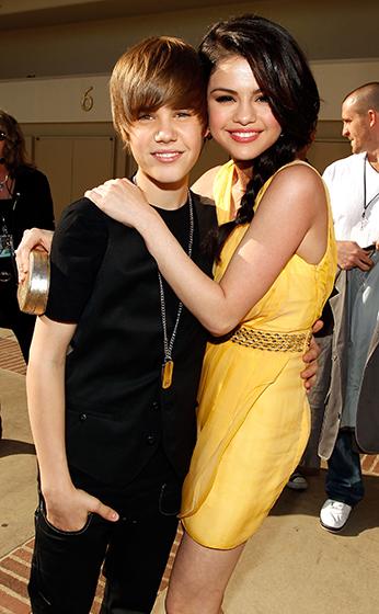 Джастин Бибер и Селена Гомез за кулисами Nickelodeon's 23rd Kid's Choice Awards