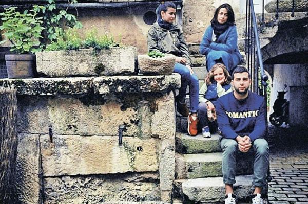 Иван Ургант с женой и детьми