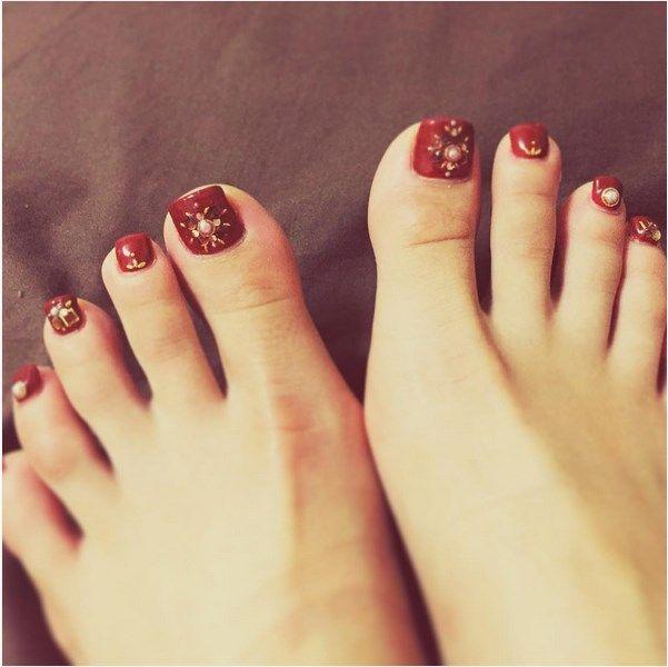 Hot toenails