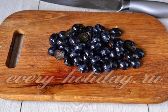 Виноград разрезаем вдоль