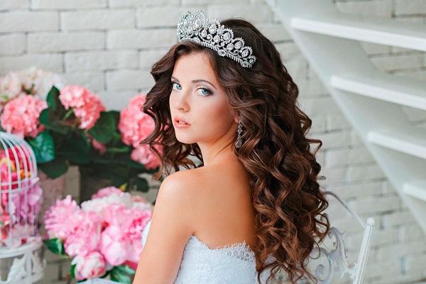 Прически свадебные с диадемой без фаты