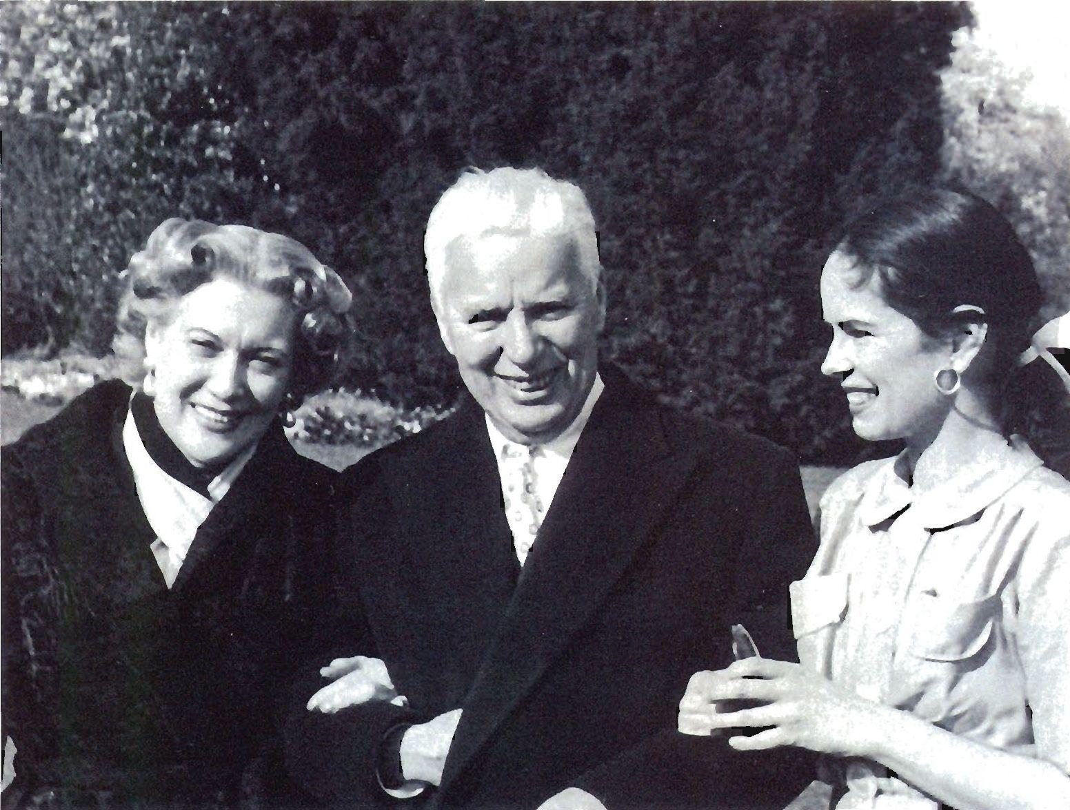 Орлова, Чаплин и его жена Уна в Веве. Швейцария. 1954 г.