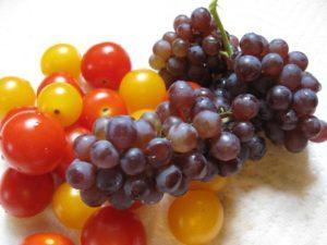 Маринованные помидоры черри на зиму с виноградом