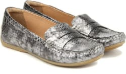 Clarks Doraville Nest Pewter Casuals For Women (Silver)