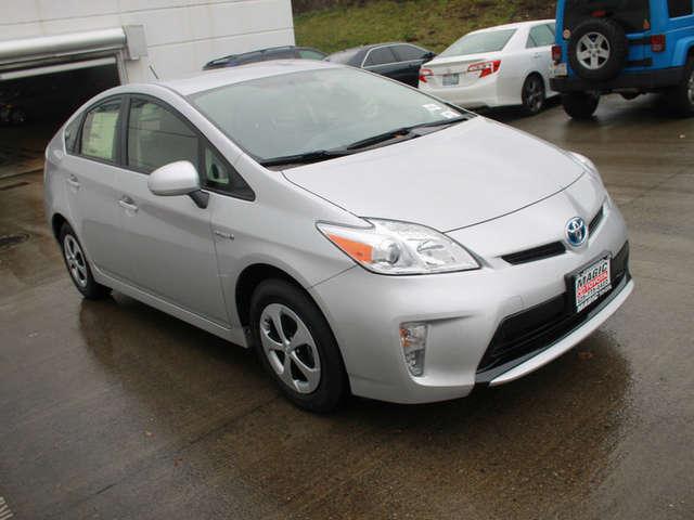 Finance a 2015 Toyota Hybrid near Bellevue at Magic Toyota
