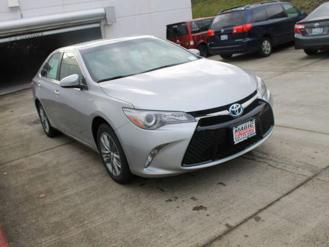 What Are Trims of the 2015 Camry Hybrid for Sale in Edmonds? at Magic Toyota