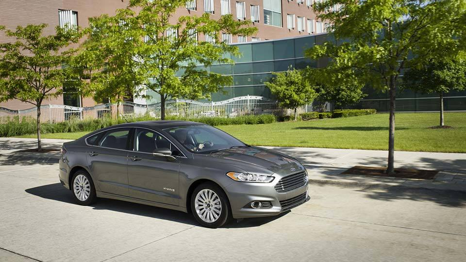 Features of the 2015 Ford Fusion Hybrid near Fruitland at Gentry Ford - Ontario