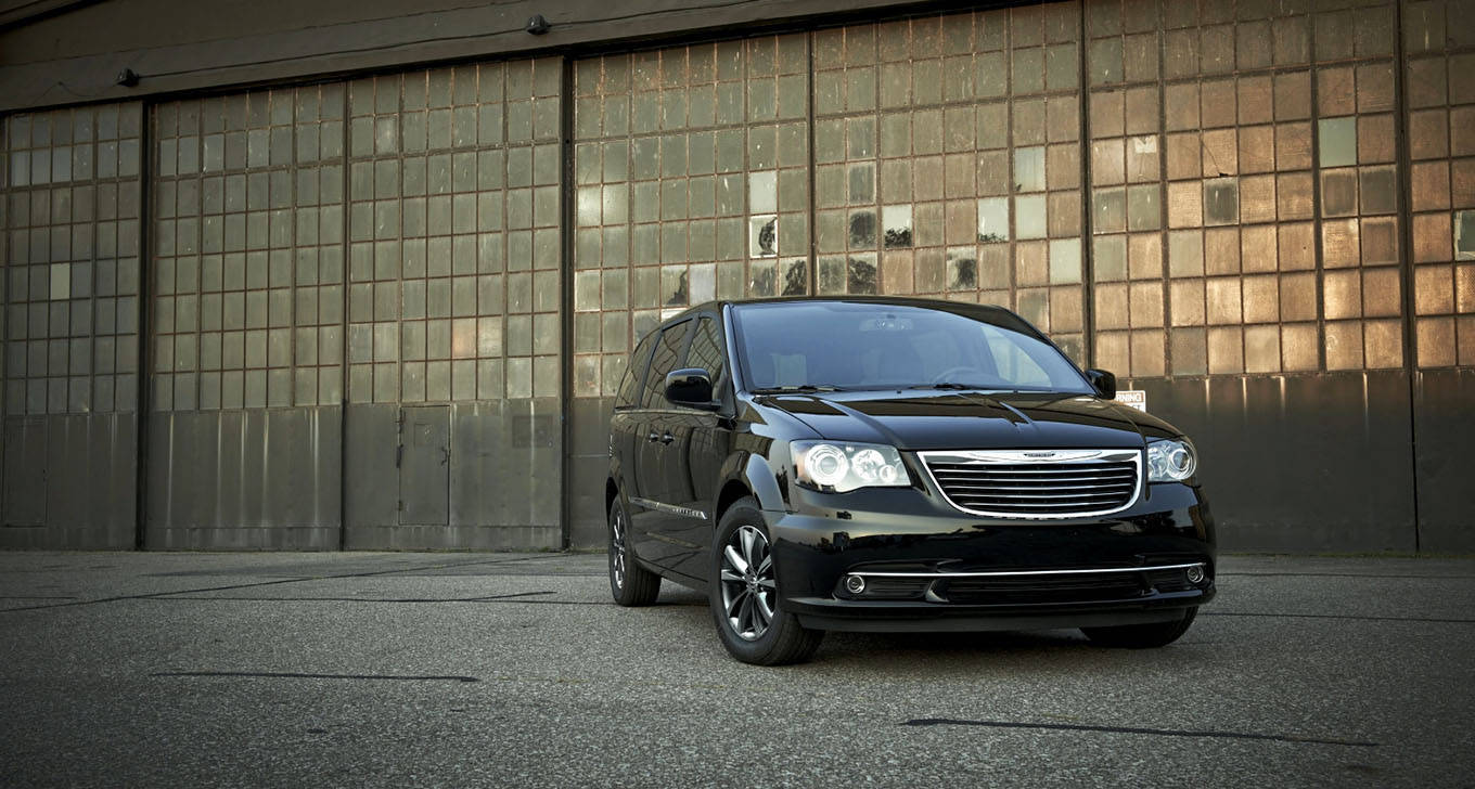 2015 Chrysler Town and Country near Knoxville at Farris Motor Company