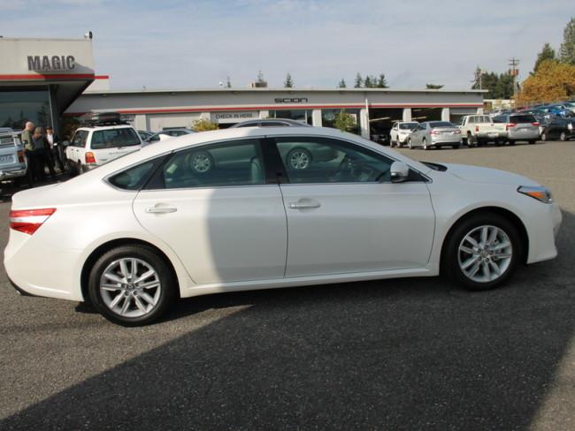 Used Toyota Avalon for Sale near Lynnwood at Magic Toyota