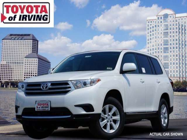 Lease a 2014 Toyota Highlander in Irving, TX