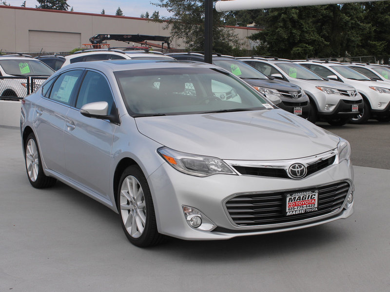 Trims of the 2014 Toyota Avalon in Edmonds