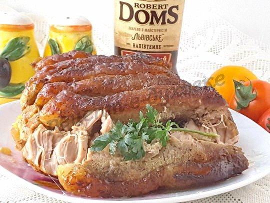 Запеченная свинина в пиве в духовке