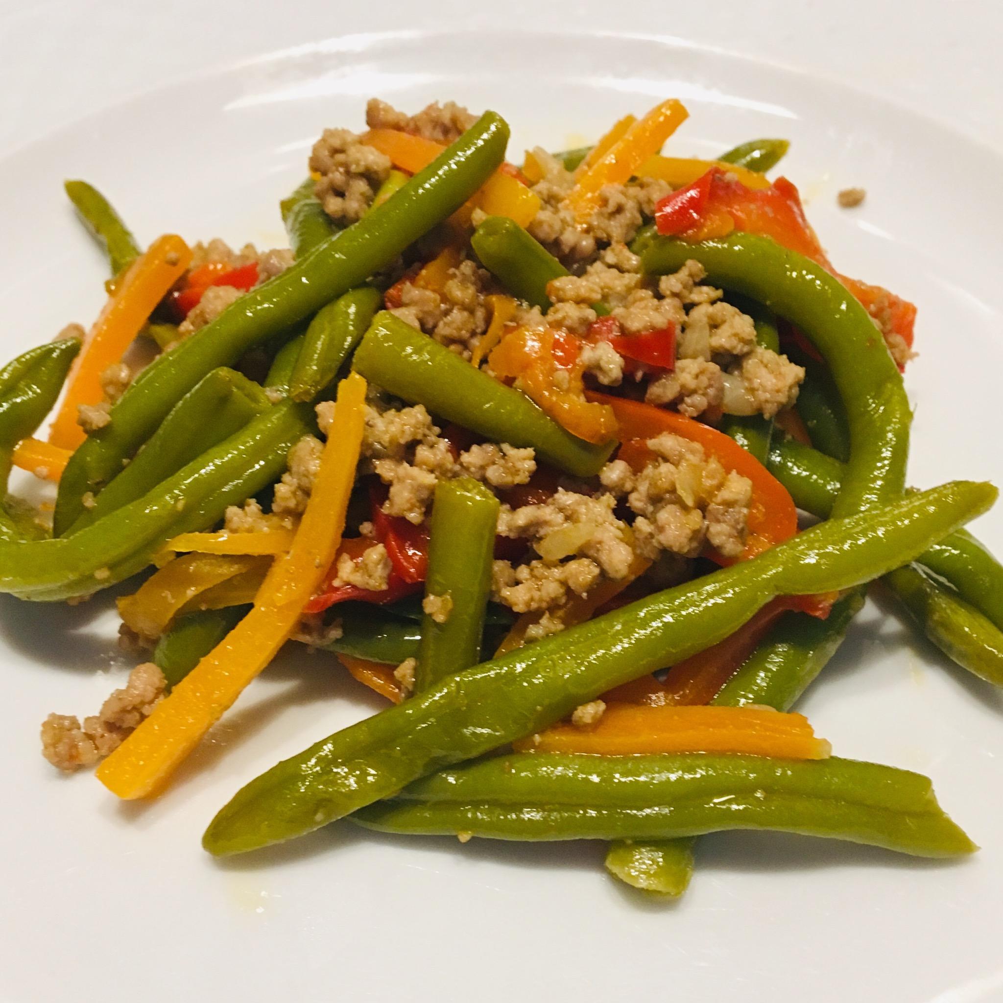 Тушеные овощи с куриным фаршем