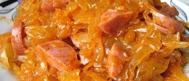 Солянка из капусты в мультиварке с сосисками