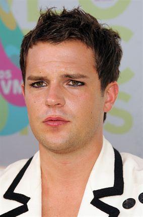 Do male celebrities wear makeup