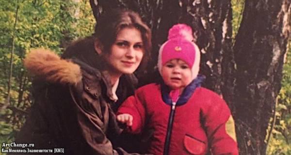 Юлия Пушман (Julia Pushman) в детстве с мамой (1999)