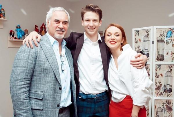 Валерий Меладзе с Альбиной Джанабаевой и Костей