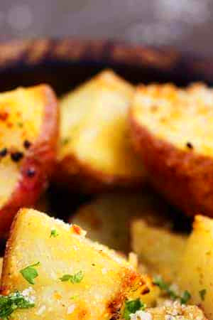 parmesan_garlic_roasted_potatoes_ copy