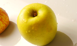 An apple a day is 100mn bacteria for your gut - GulfToday