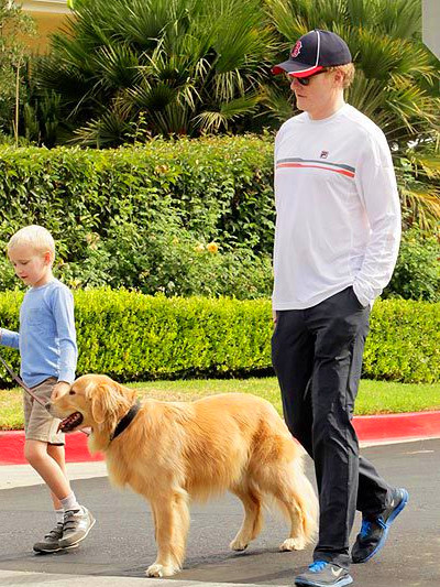 16 Celebrities With Golden Retrievers Right Now