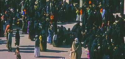Women waiting for the distribution of alms, November 1975