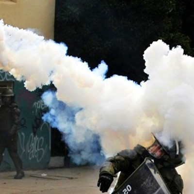 Tear gas: what it does to you and how to deal with it ...