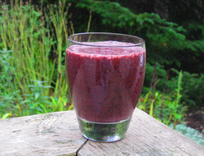 ... green smoothies are not always green. Think red curly kale, red