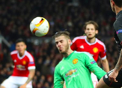 Manchester United 1-1 Liverpool (agg 1-3): Philippe ...