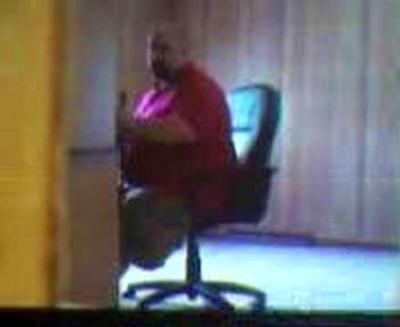 fat guy breaks chair....HILARIOUS - YouTube