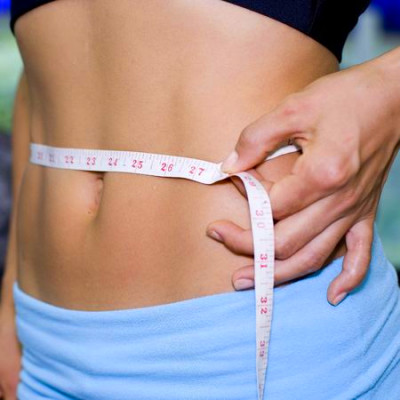 easy ways to beat the bloat and get a flatter stomach for summer
