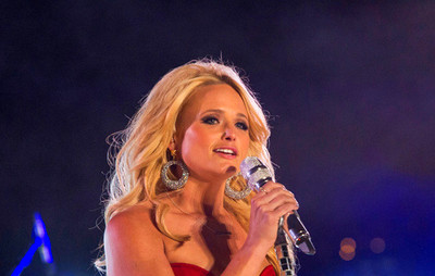 Miranda Lambert Shows Sexy Side in Live Performance of ...