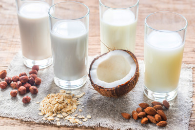 Real Milk vs Almond Milk vs Soy Milk vs Coconut Milk (and ...