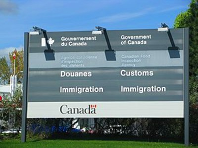 English: A Canadian Customs and Immigration service sign (Photo credit ...