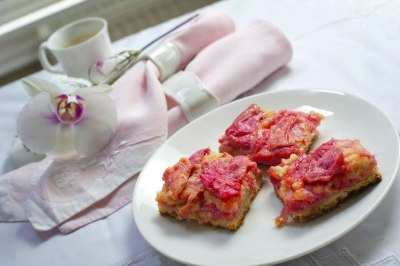 Rhubarb squares - The Globe and Mail
