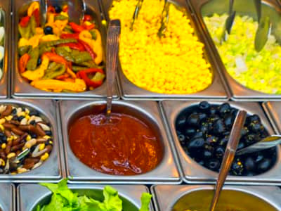4 Foods to Avoid at the Salad Bar l Healthy Diet Options l Tips for Healthy Salads l Low Calorie ...