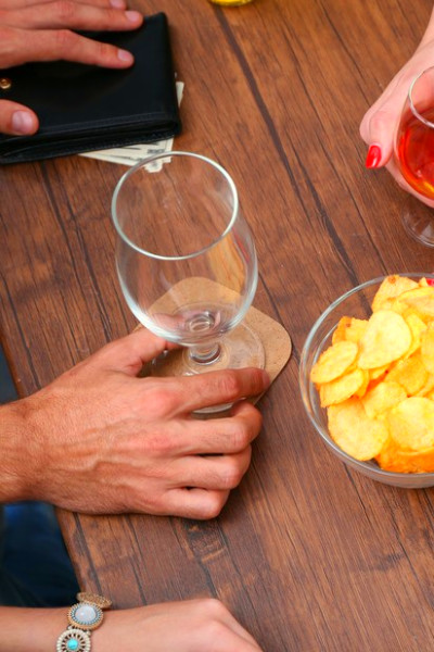 Drinks and Diabetes: How Alcohol Affects Blood Sugar - myDario.com