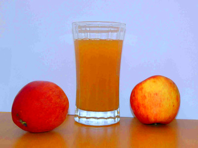 File:Apple juice with 2apples.jpg - Wikimedia Commons