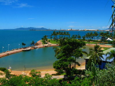 File:Rock pool in the strand Townsville, Queensland.jpg - Wikimedia Commons