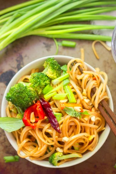 Stir-Fried Hoisin Noodles - Connoisseurus Veg
