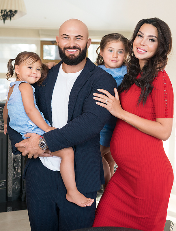 Джиган и Оксана Самойлова с дочерьми Ариелой и Леей