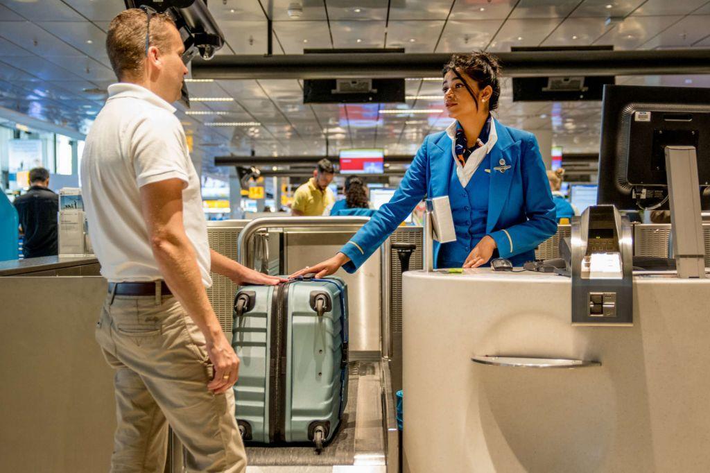 Можно ли в аэропорту заранее сдать багаж