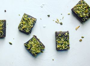 Vegan Raw Cacoa and Pistachio Brownies