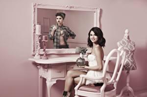 Картинки Selena Gomez Зеркало Стулья