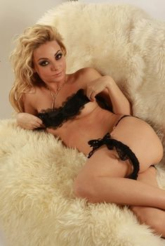 Голая Камилла Овербай Рус в фильме «Контракт», 2005