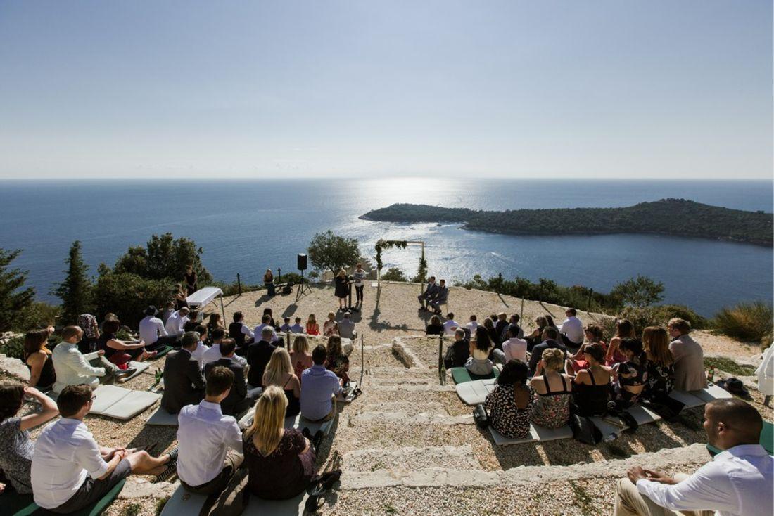 Bröllopsceremoni med havsutsikt