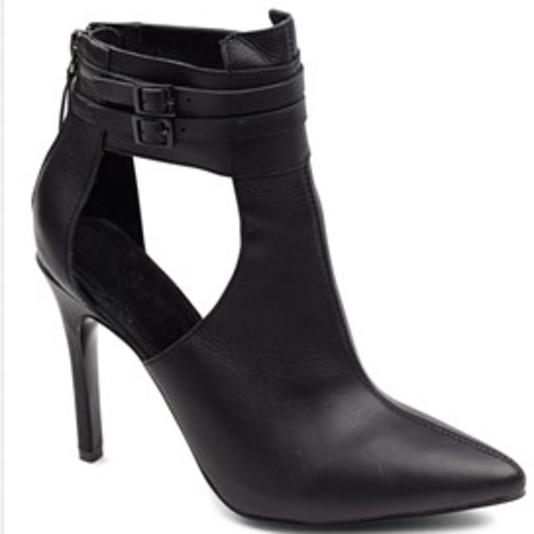 Designers & Friends, Sorte støvler til foråret