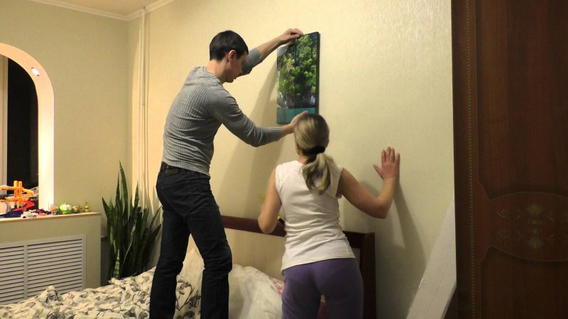 Как повесить фотографии на стену красиво без гвоздей
